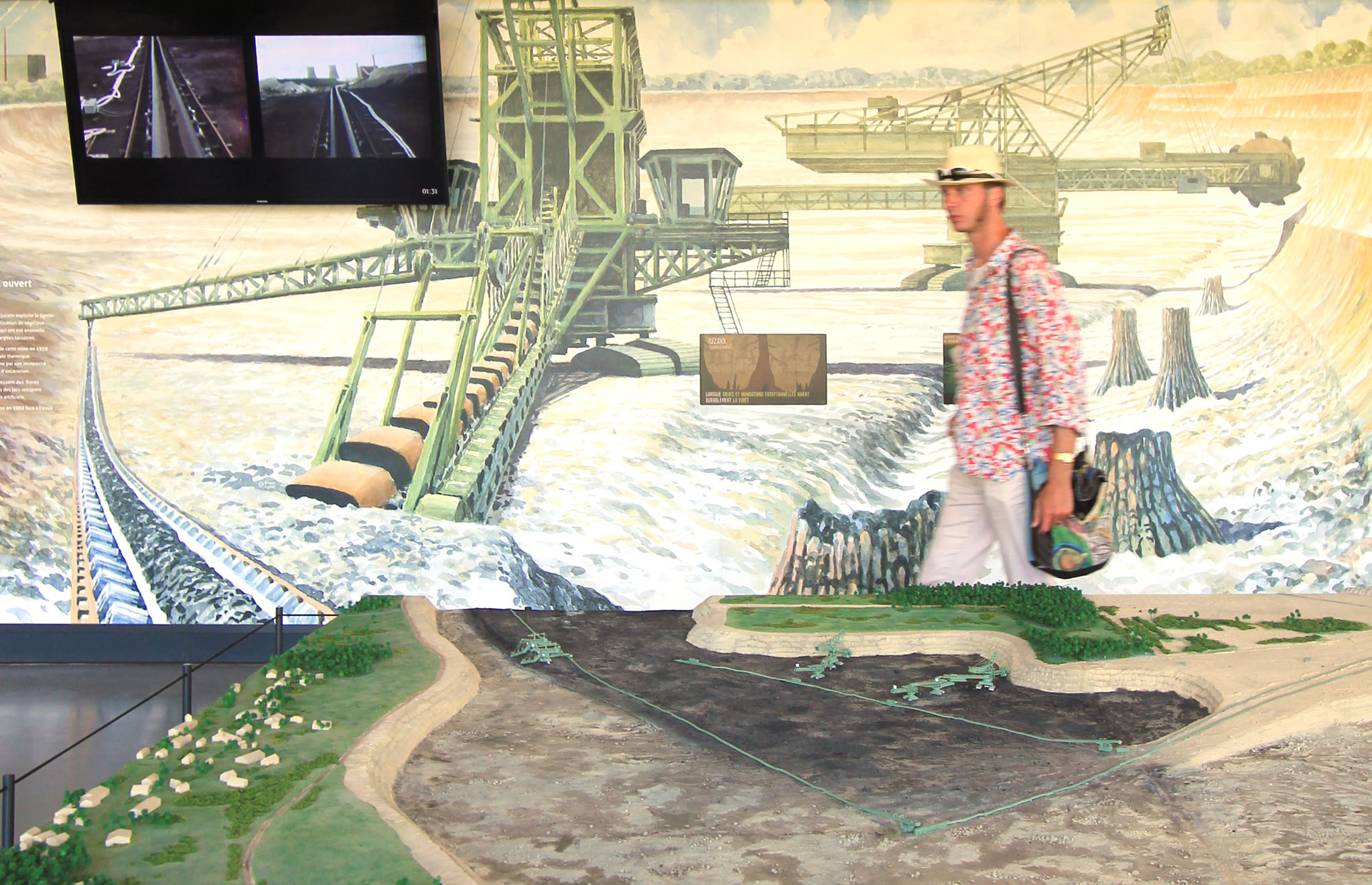 maskarade-scenographie-arjusanx-maison-de-site-loisir-industrielle-fresque-murale-ecran