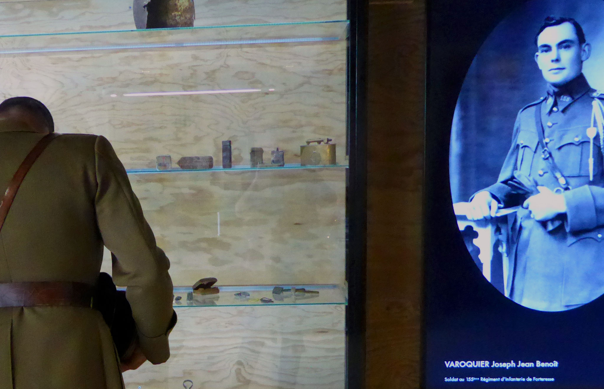 maskarade-scenographie-ouvrage-de-la-ferte-ligne-maginot-exposition-permanente-ecran