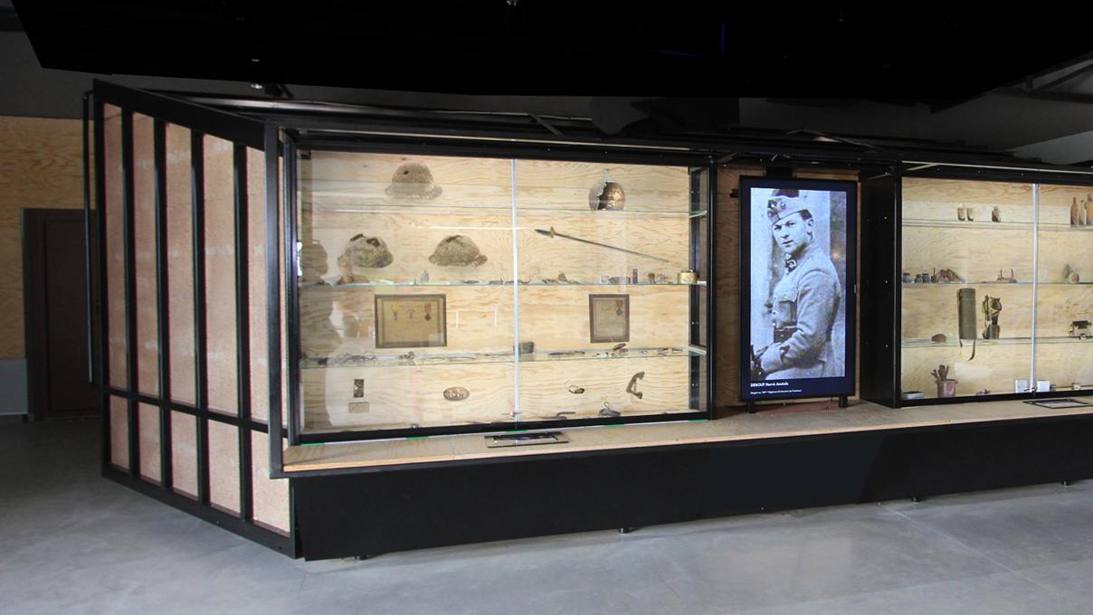 maskarade-scenographie-ouvrage-de-la-ferte-ligne-maginot-exposition-permanente-vitrine
