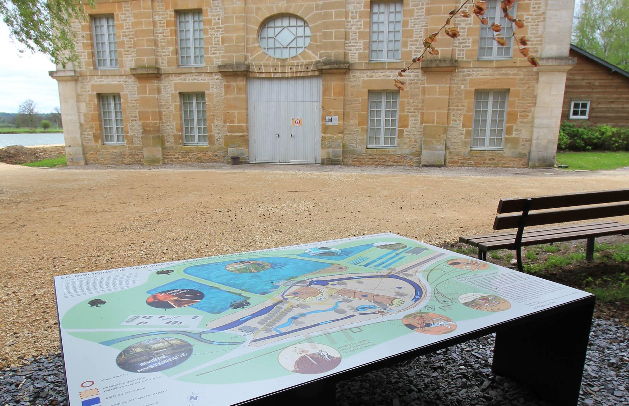maskarade-scenographie-monument-historique-mobilier-exterieure-vendresse