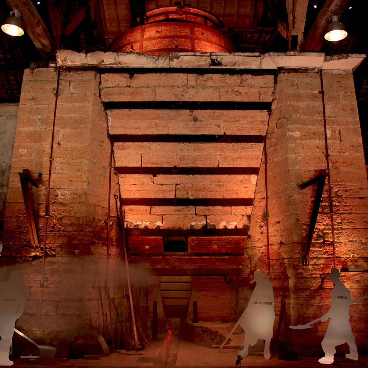 maskarade-scenographie-metallurgik-park-haut-fourneau-dommartin-show-son-lumiere